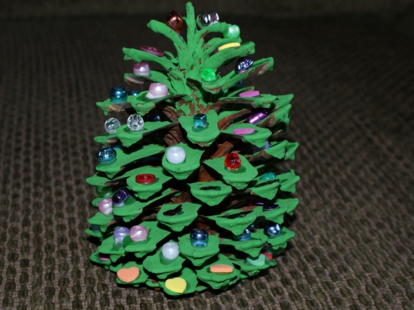 Holiday how to pine cone christmas tree any second now for Holiday craft ideas with pine cones