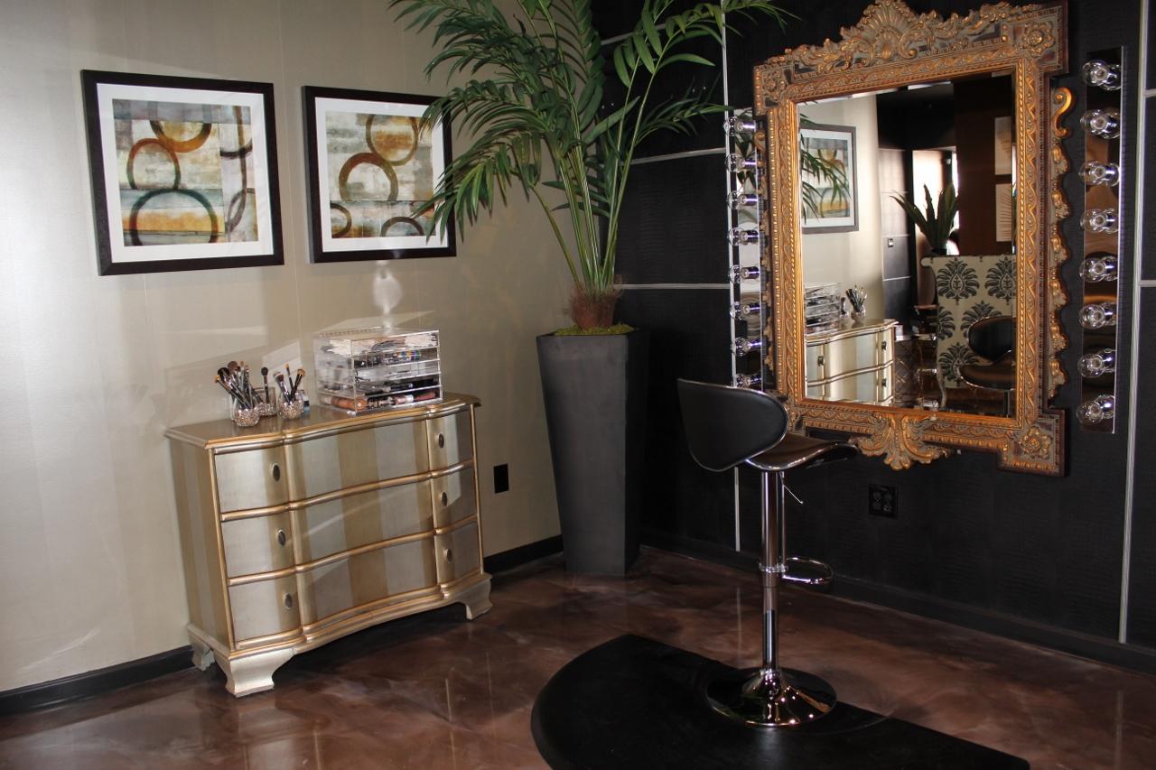 Salon Makeup Area (1280x853)